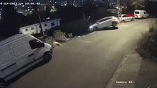 Ümraniye'de merdivenli sokağa giren sürücünün otomobiliyle takla attığı anlar