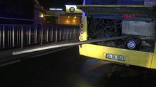 Avcılar'da İETT otobüsü bariyerlere saplandı