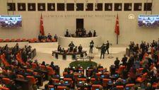 Cumhurbaşkanı Erdoğan Meclis'e girince CHP ve HDP ayağa kalkmadı