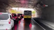 İstanbul'da İETT otobüsü arızalandı, uzun araç kuyrukları oluştu