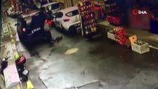 İstanbul'da koşarak bakkaldan çıkan çocuğa araç çarptı