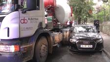 Kadıköy'de mikser sürücüsü araçların arasına sıkıştı