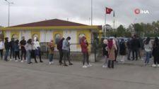 Kadıköy'de üniversitelilerin İETT kart çilesi