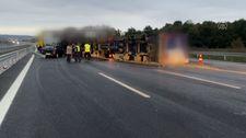 Kuzey Marmara Otoyolu'nda, kamyon devrildi: 1 yaralı