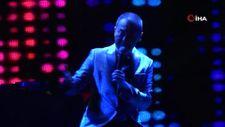 Bodrum'da yazın son konserini Serdar Ortaç verdi