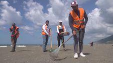 Hatay sahillerinde Suriye kaynaklı petrol sızıntısı temizliği sürüyor