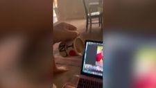Kahveyi yanlışlıkla bilgisayarına döken kadın