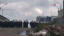 Ümraniye'de kağıt toplayıcıları polis ekiplerine taş attı