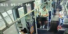 Metrobüste başka bir yolcunun düşürdüğü cep telefonunu çaldı