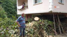 Rize'de heyelan nedeniyle evinin salonu toprakla doldu