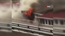 Esenyurt'ta şarjdaki telefon patladı, çatı katı alev alev yandı