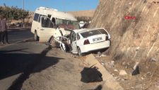 Şanlıurfa'da ters gelen minibüs ile otomobil çarpıştı
