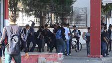 Diyarbakır'da öğrenciler okul çıkışı bıçaklı, tekme ve yumruklu kavga etti