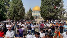 Mescid-i Aksa'da 50 bin kişi cuma namazı kıldı