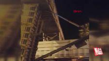 Mersin'de açık kalan kamyon damperi, üst geçide takıldı
