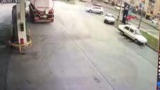 Zonguldak'ta el freni çekilmeyen araç, ana yola çıkıp kaza yaptı