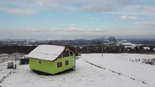 Bosna Hersek'te eşini mutlu etmek için dönen ev inşa etti