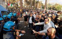 İtalya'da aşı karşıtlarının protestosunda arbede
