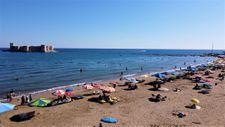 Tatilciler Mersin Kızkalesi'ne akın etti