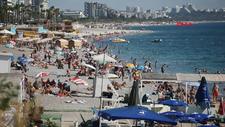 Antalya'da ekimde de sahiller doldu