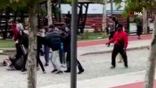 Esenyurt'ta gençlerin uçan tekmeli kavgası kamerada