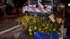 TEM'de karpuz yüklü kamyonet ile ticari taksi çarpıştı