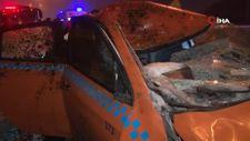 İstanbul'da ticari taksi seyir halindeyken önüne çıkan ata çarptı