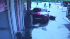 Sakarya'da kaldırımda bebeği ile ilerleyen anne otomobilin altında kaldı