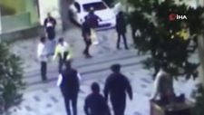 Taksim'de gençlere 'yolu açın' diyen turizmci, kalçasından vuruldu
