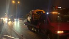 İstanbul'da otomobil, bariyere saplandı