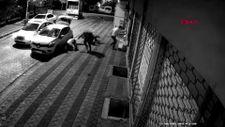 Sultangazi'de 4 kişinin silahlı saldırıya uğrama anları kamerada