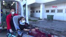 Aksaray'da okul yolundaki anne ve 2 çocuğuna otomobil çarptı
