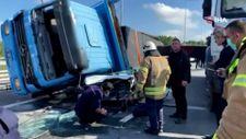 Beykoz'da feci kaza: Kamyon otomobilin üzerine devrildi