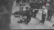Beyoğlu'nda polisten kaçan motosikletliyi bir tekmeyle yere serdi