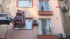 Manisa'da pencere ve korkuluk arasında mahsur kalan çocuğu itfaiye kurtardı