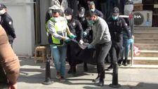 Soğukkanlı katil zanlısı silahı poşete koyup dükkandan çıktı