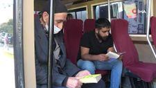 Van'da minibüs şoförü kitap sevgisini yolcularına aşılıyor