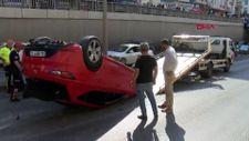 Antalya'da takla atan otomobil trafiği kilitledi