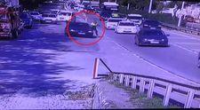 Kocaeli'de trafik polisi, kaçan sürücünün aracıyla sürüklendi