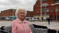 Kraliçesi II. Elizabeth'in balmumu heykeli İngiltere sokaklarında dolaştırıldı