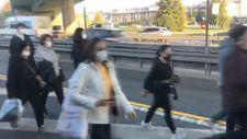 Metrobüs arızalanınca yolcular yürümek zorunda kaldı