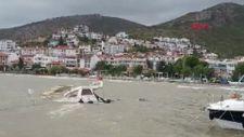 Muğla'da fırtına sahile demirli ahşap tekneyi batırdı