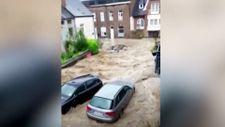 Belçika'da sel suları araçları sürükledi