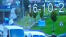 Çekmeköy'de ticari aracın kaldırımdaki 3 kişiye çarpma anı