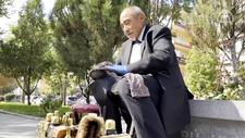 Ankara'da papyonlu boyacı 45 yıldır ayakkabıları parlatıyor
