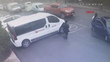 Eyüpsultan'da otomobil yolun karşısına geçen çocuğa çarptı