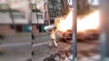 Meksika'da faciayı engellemek için yanan tüp gazı sırtına alarak binadan çıkardı