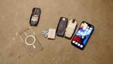 Nokia 3310 ve iPhone 13 Pro, 20. kattan atıldı