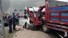 Tokat'ta servis minibüsü kamyonetle çarpıştı