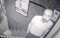 Bağcılar'da binaya giremeyen hırsız, güvenlik kamerasını çaldı